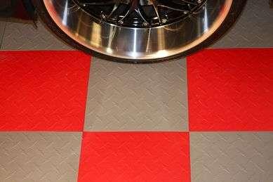 Установка напольной керамической плитки в гараже