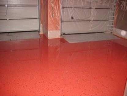 Выбираем финишную краску для бетонного пола