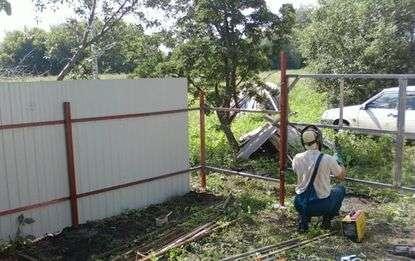 Как монтируется забор?