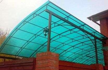 Долговечный и практичный материал для строительства - поликарбонат.