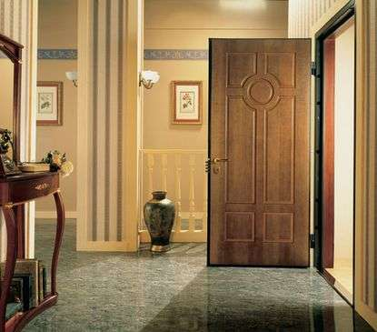 Как ухаживать за металлической дверью