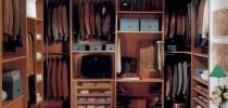 Пол из керамической плитки в гардеробной комнате
