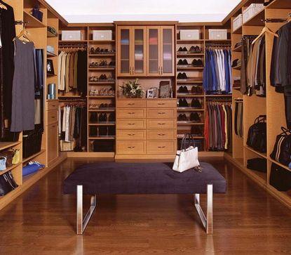 Напольное покрытие из ламината в гардеробной комнате