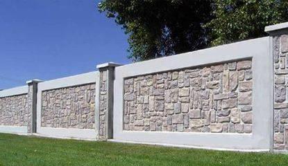 Заборы из бетона: выгодно или нет?
